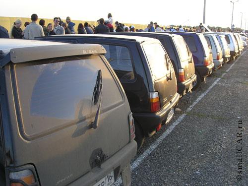 Фото: Задний вид на сборище автомобилей ОКА