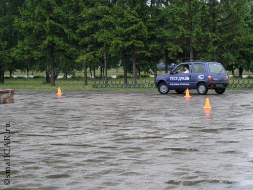 Фото: Тест-драйв на мокром асфальте