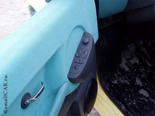 Фото: Передняя дверь Оки-2 и её аксессуары